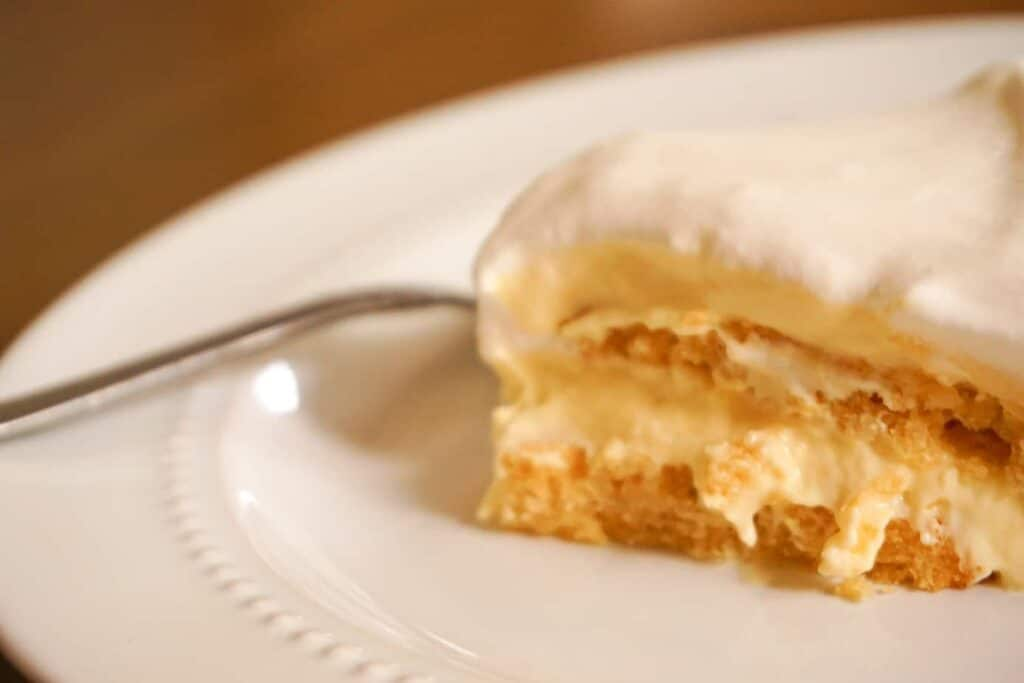 low carb banana pudding topped with heavy whipping cream