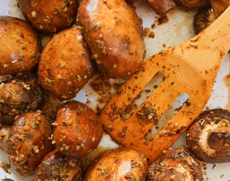 easy sautéed mushrooms with Italian seasoning, garlic and butter