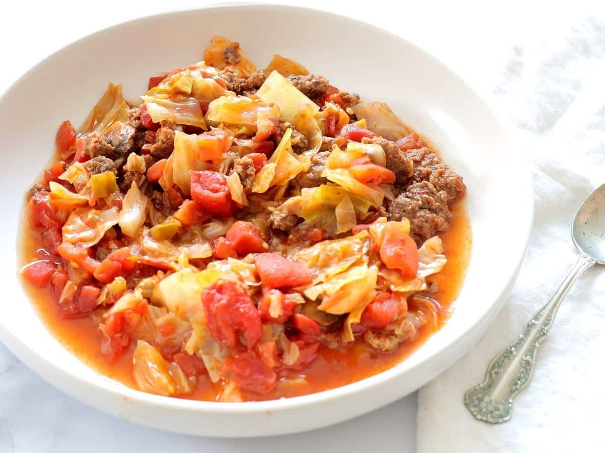 cabbage tomato soup with hamburger