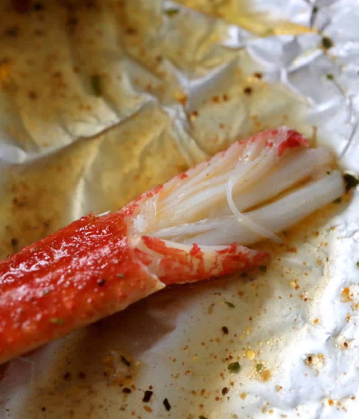 buttery baked crab in foil
